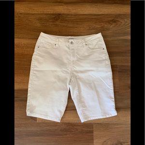Super Cute D. Jeans White Bermuda Shorts ❣️